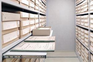 Rollregale im Archiv