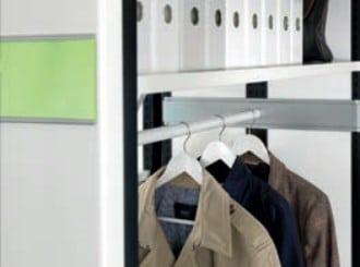 Garderobe im Rollregal