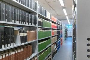 Fachbodenregale in der Bibliothek